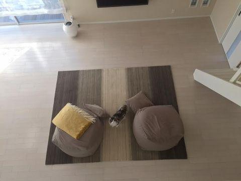 白い床にER6181 グレー