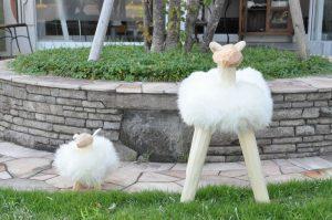 羊の置物 大と小 正面写真