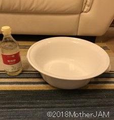 お酢と水を1対1で酢水を作ります