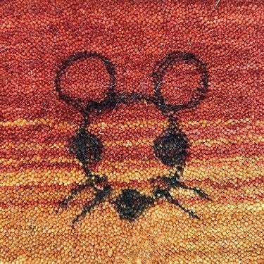 ハグみじゅうたんに油性マジックで落書きしたところ