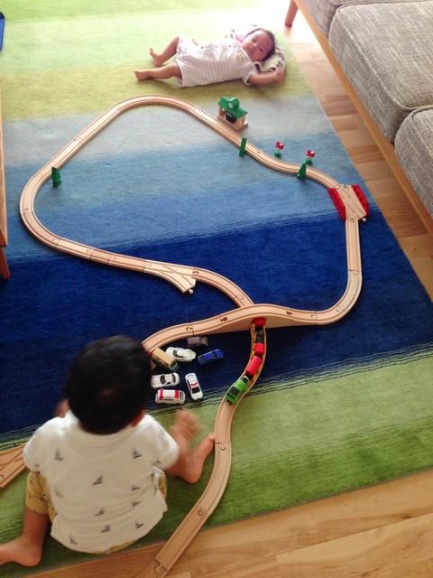 この電車は海の上もはしるんだよ!