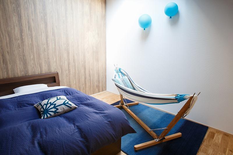 シマブルー様の新しく増設したキャビンにハグみじゅうたんER6172ブルーのラグ