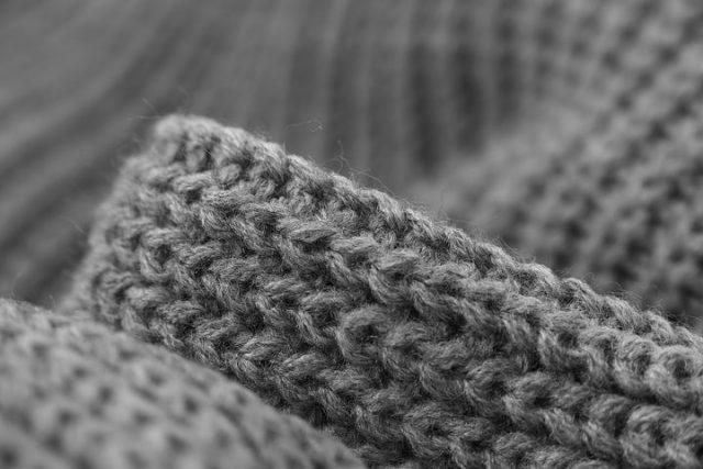 厳しい冬に重宝するウールのセーター
