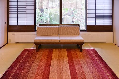 客室のソファの前に ておりシリーズLR362A