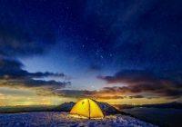 冬のグランピング・キャンプ 雪上のテント