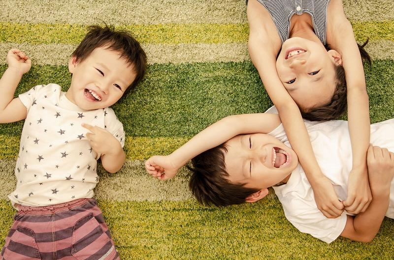 絨毯と子どもたち
