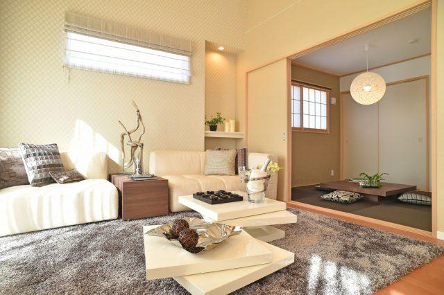 天然素材の絨毯が敷かれている部屋